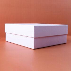beyaz mukavva kutu kapak