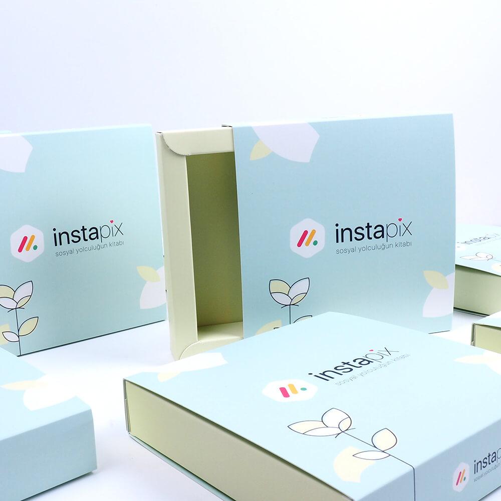instapix markası için bristol sürgülü kutu tasarımı4