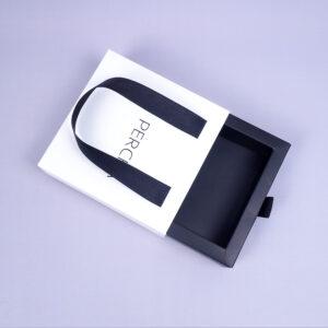 bag and ribbon jewelry accessory box2