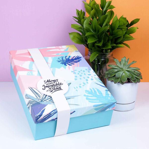 çiçek desenli hediye kutusu